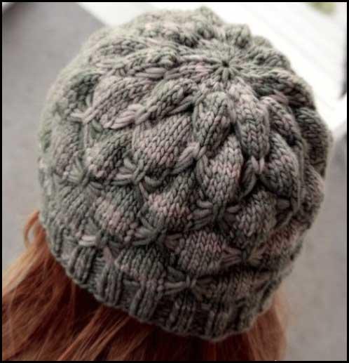 Красивая шапочка связана