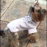 Беленький свитер для любимца