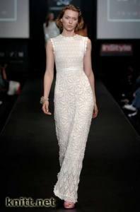 Длинное платье с шишечками
