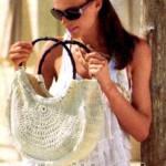 Белая вязанная крючком сумка