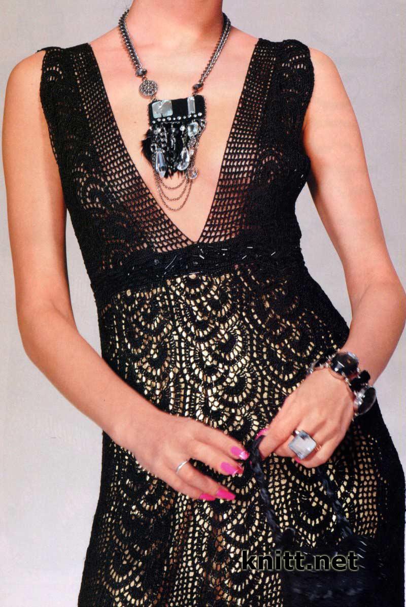 И стеклярусом такое черное платье