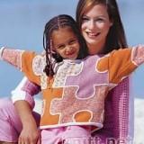 Вязаный спицами свитер-пазл для девочки