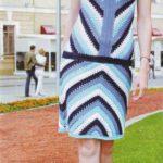 Вязанное крючком платье с геометрическим узором
