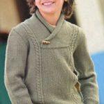Вязаный спицами пуловер цвета хаки