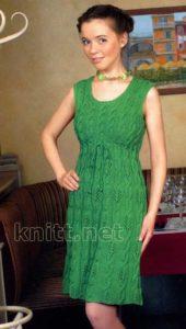 Зеленое платье с косами