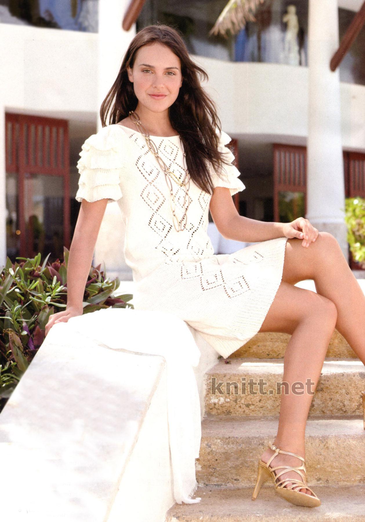 Белое пляжное платье (вязание спицами