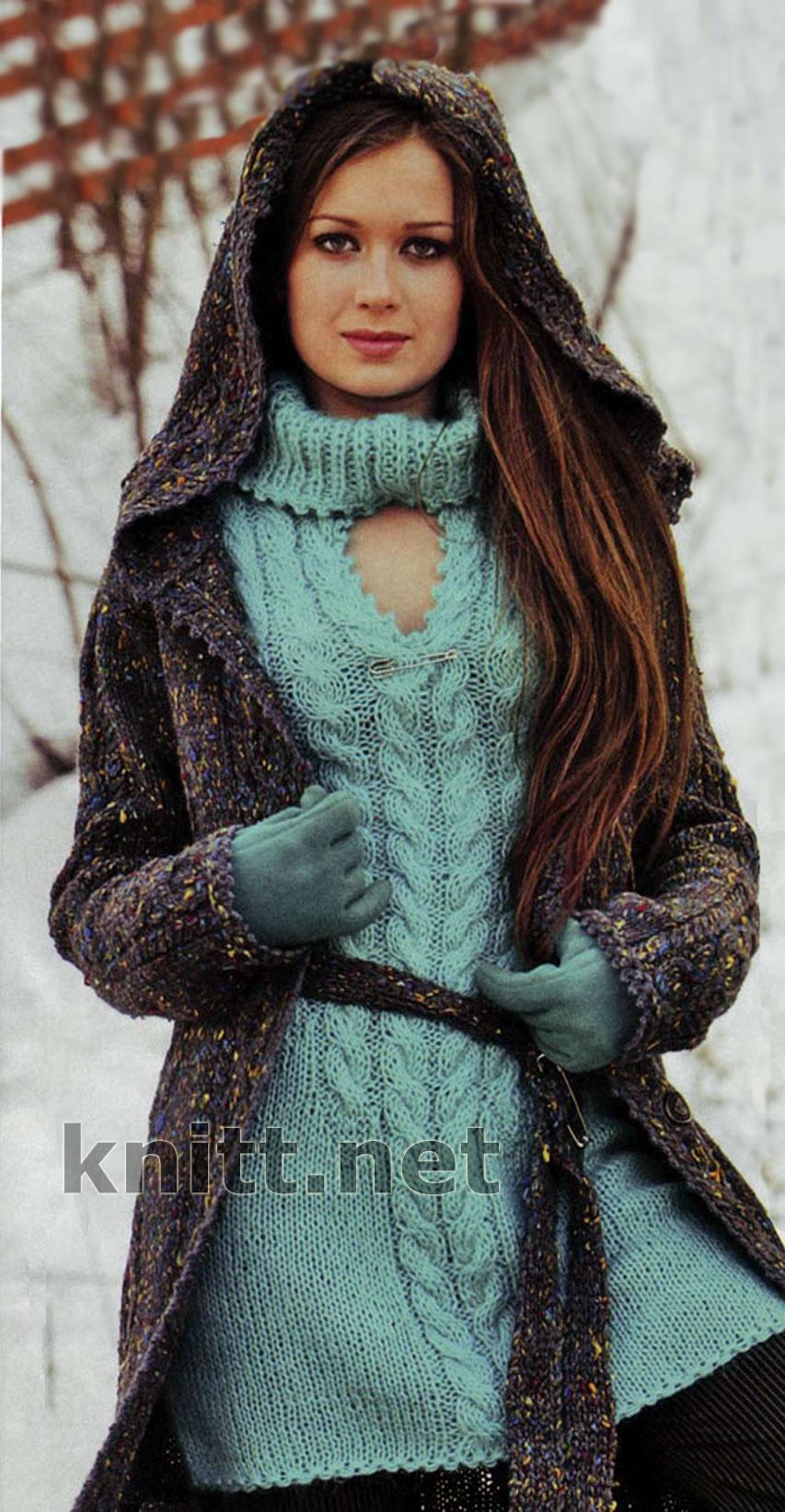 Пальто с капюшоном и мини-платье