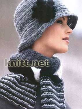Вязаные шляпка с цветком и шарф в полоску