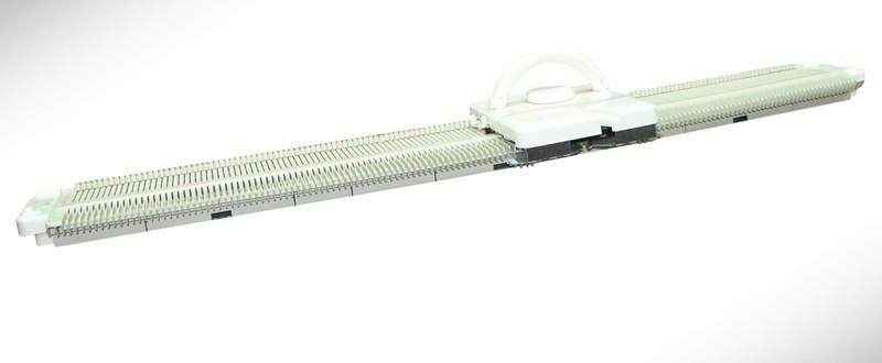 Silver Reed LK150— это однофонтурная вязальная машина 4 класса с пластиковой игольницей