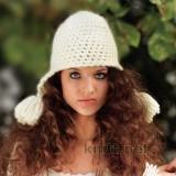шапка с кисточками