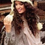 Вязаные спицами шапка-ушанка и шарф