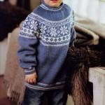 Вязаный комплект для ребенка: джемпер и шапка с жаккардовым рисунком