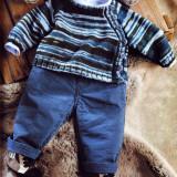 Вязаный спицами жакет для малыша