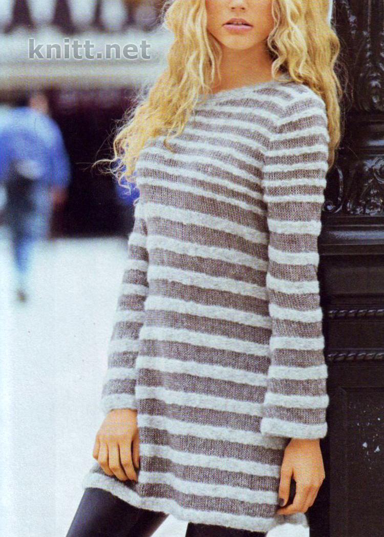 Вязаное спицами платье в полоску