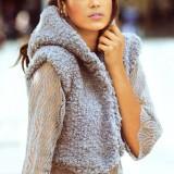 Вязаный спицами комплект: пуловер и жилет с капюшоном