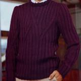 Вязаный спицами мужской пуловер бордового цвета
