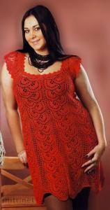 Красное ажурное платье вязаное крючком для полных