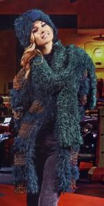 Вязаные спицами пальто, шапочка и шарф