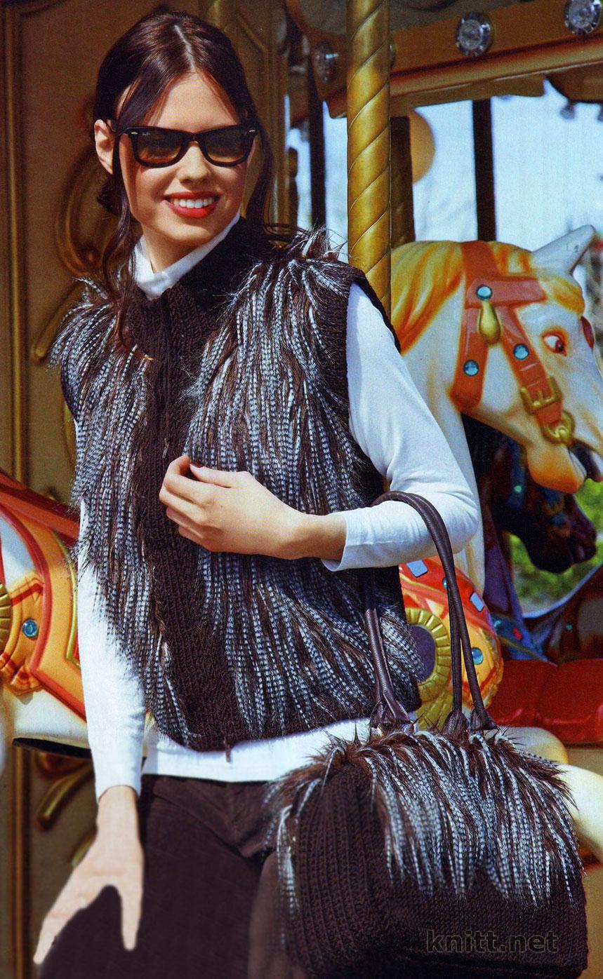 Вязаный комплект: жилет и сумка