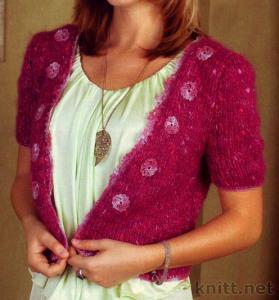 Вязаное болеро ярко розового цвета (декорировано цветком)