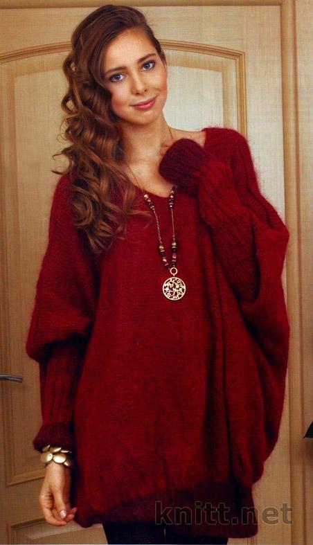 Вязаный спицами бордовый пуловер