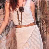 Платье кремового цвета спицами