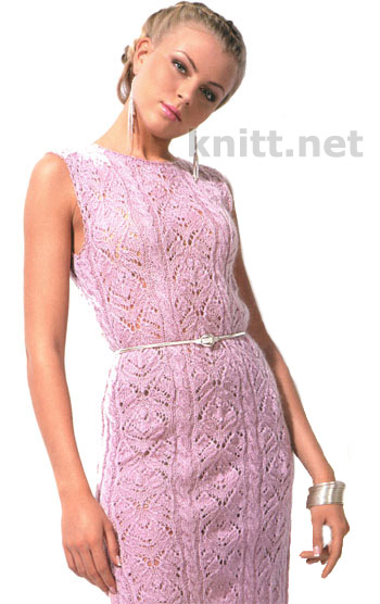 Вязаное спицами ажурное летнее платье из тонкой розовой пряжи