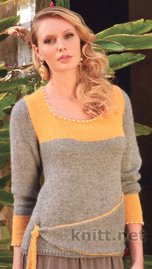Пуловер с жемчужинами связан спицами, украшен бусинами и асимметричной лентой