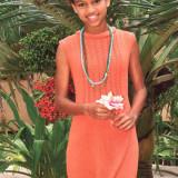 Вязаное спицами платье для девочки подростка