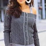 Пуловер-жакет спицами из серой пряжи. Визуально -жакет, а на деле пуловер декорированный планкой с пуговицами.