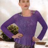 Очаровательный пуловер с воланами по низу насыщенного лилового цвета и декоративным ажурным узором с ромбами.