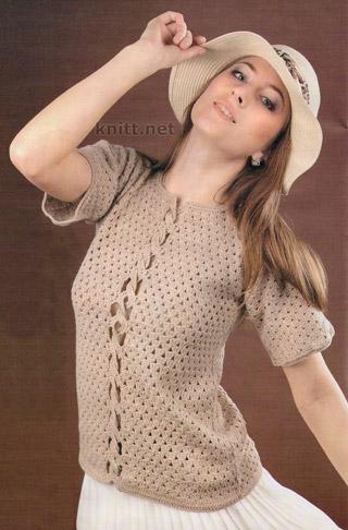 Вязаный крючком ажурный пуловер  декорирован косичкой спереди. Модель смотрится свежо и современно и женственно.