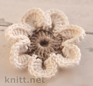 Вязаный крючком цветок