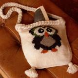Вязаная сумка с мотивом сова в технике жаккард, декорирована пампонами, плетеная ручка в виде косы.
