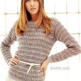Легкий пуловер из натуральной пряжи средней толщины выполнен крючком однообразным узором из столбиков с накидами. Пуловер простой но в тоже время женственный и стильный.
