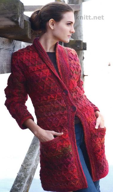 Вязаное спицами пальто