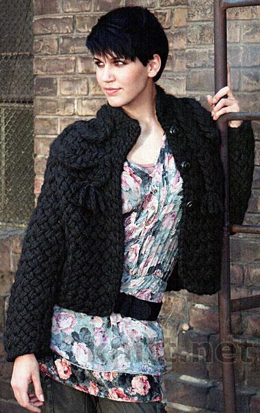 Черный жакет и интересным объемным  декором воротника то что нужно прохладной осенью. Плетеная вязка смотрится графично и декоративно.