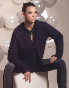 Изящный кардиган можно носить как с брюками так и с платьем. Модель получила дополнительный блеск благодаря люрексовой нити.