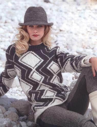 Пуловер с декоративными ромбами выполнен спицами из пряжи двух цветов. Тепло и уютно - специально для зимы или весны.