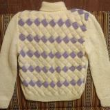 Женский свитер в стиле энтерлак связан спицами