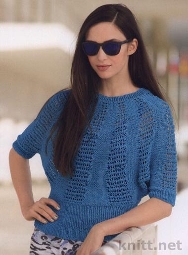 Джемпер с с ажурным узором выполнен спицами. Небесно голубой цвет и узор создают впечатление весны и  хорошего настроения.