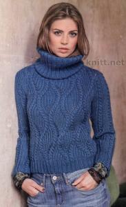 Пуловер синего цвета с фантазийным узором
