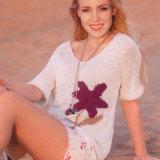 Чудесный пуловер с нежным и оригинальным цветочным мотивом подчеркнет вашу индивидуальность и чувство стиля.