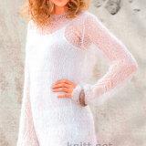 Удлинённый узорчатый пуловер выполнен из мохера с акрилом.