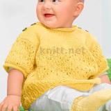 Чудесный вязаный комплект для малыша-носочки и пуловер. Комплект выполнен из мягкой желтой пряжи Baby Merino.