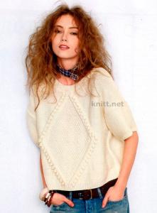 Пуловер с ромбом из белой пряжи