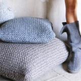 Вязаные спицами подушки и плед