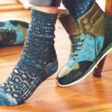 Яркие носки спицами с жаккардовым узором