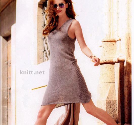 Тонкое платье с незамысловатым дизайном