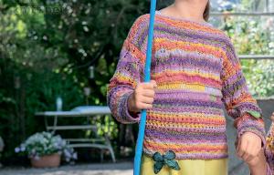 Разноцветный пуловер для девочки